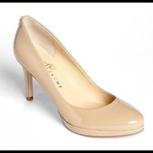 👠 Cute Barely Worn Nude Heels!!